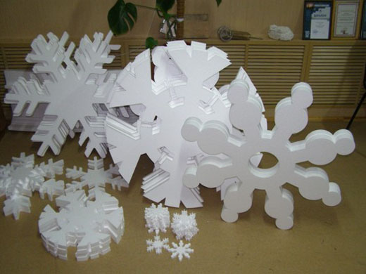 Снежинки из пенопласта на праздник