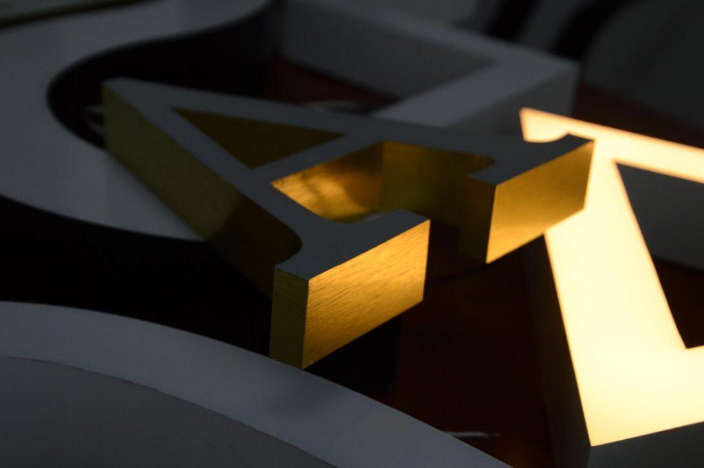 Буквы из золотого алюминия